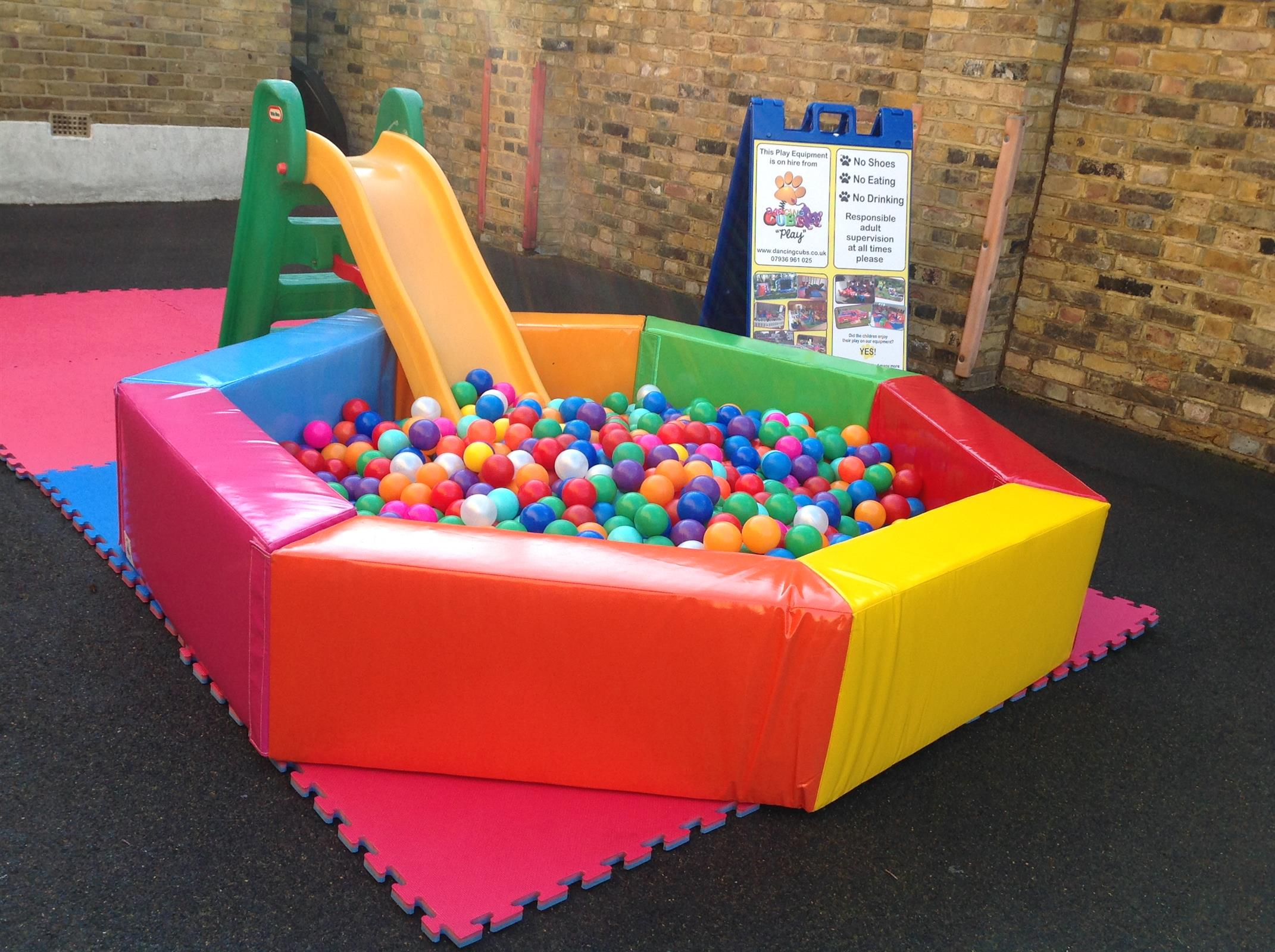 Ball pool for hire london for Garden pool hire london
