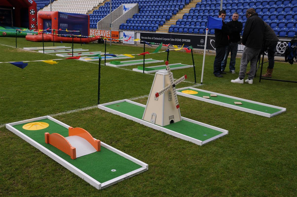 D Exhibition Stall : Crazy golf hire indoor hole
