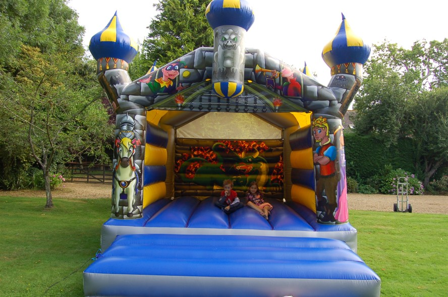 Camelot Elite Bouncy Castle
