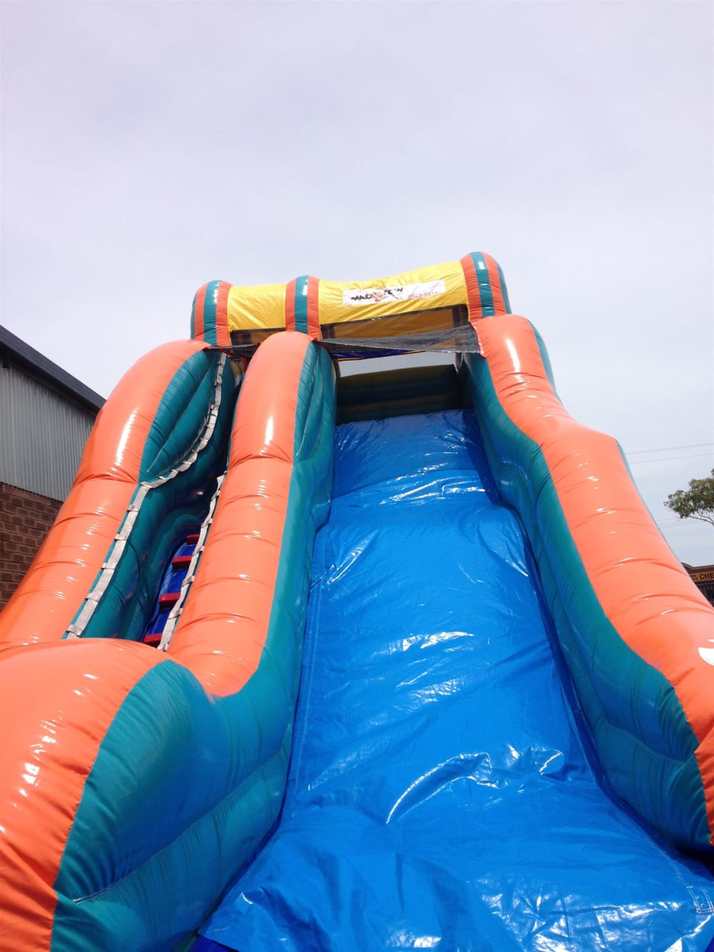The Big Kahuna Water Slide - Mad Cow Entertainment