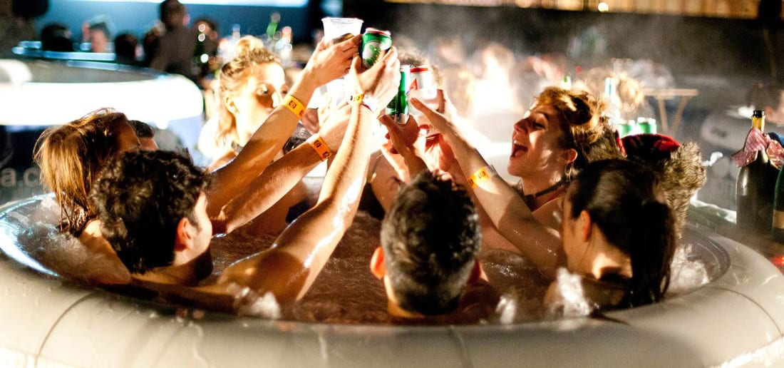 Hot Tub Hire in Gloucester, Cheltenham, Stroud, Cotswolds - Bubbling Hot