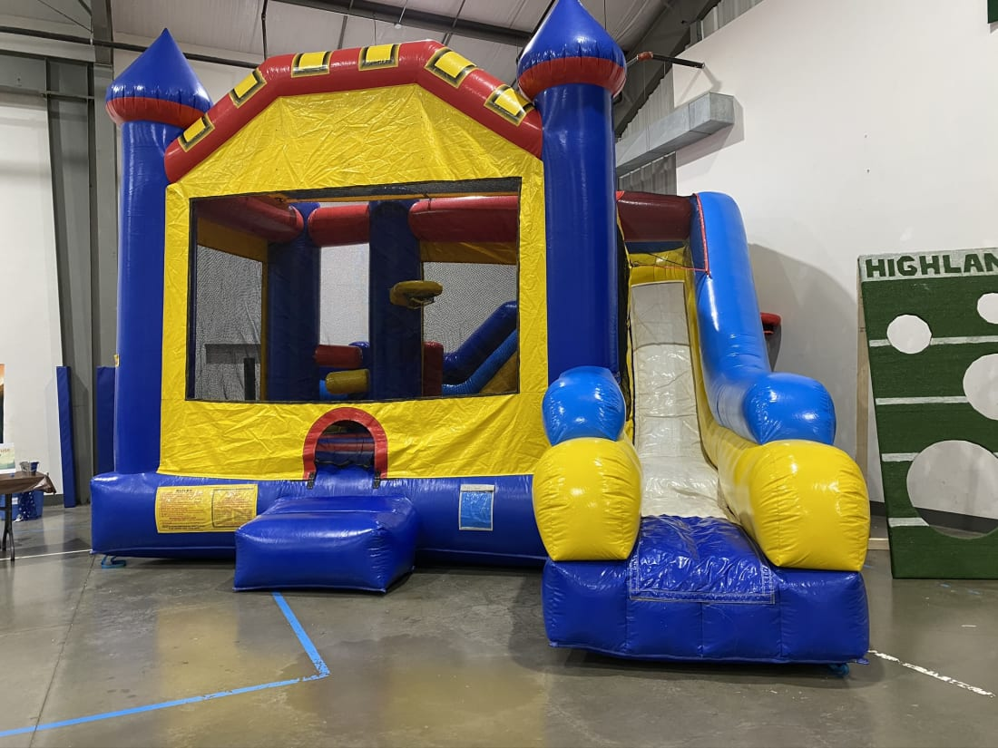 Picture of: Castle 5 In 1 Combo Dry Slide Inflatable Bounce Houses Water Slides For Rent In Nashville Tn