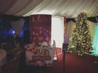 Deluxe Oval Christmas Skin Photobooth (3 hours hire)